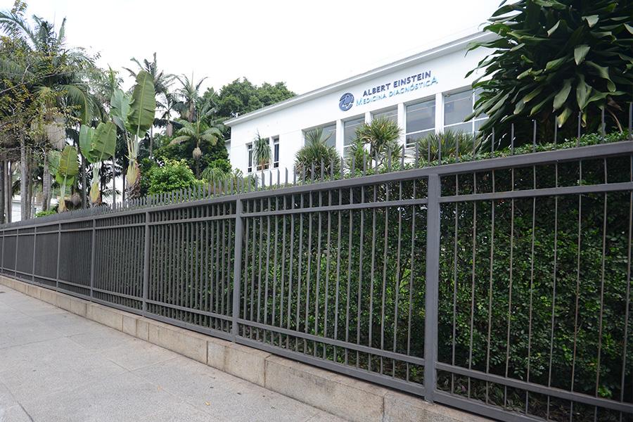Hosp. Albert Einstein (Jardins) Troca de Gradil e Calçada